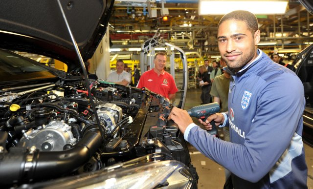 Soccer - Glen Johnson and Kevin Ratcliffe at Vauxhall Plant - Ellesmere Port